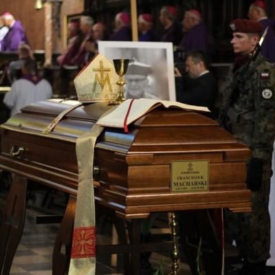 Msza św. pogrzebowa kard. Macharskiego u franciszkanów